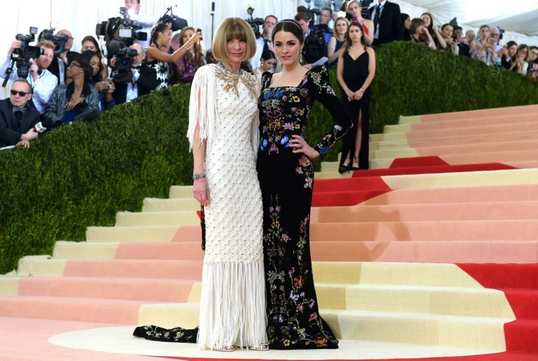 "Anna Wintour, left, and Bee Shaffer arrive at The Metropolitan Museum of Art Costume Institute Benefit Gala, celebrating the opening of ""Manus x Machina: Fashion in an Age of Technology"" on Monday, May 2, 2016, in New York. (Photo by Charles Sykes/Invision/AP)"