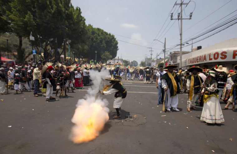 A man fires a gunpowder gun during a recreation of the Battle of Puebla between the Zacapoaztlas Indians and French army at the Cinco de Mayo celebrations, in the Penon de los Banos neighborhood of Mexico City, Wednesday, May 5, 2016. Cinco de Mayo commemorates the victory of an ill-equipped Mexican army over French troops in Puebla on May 5, 1862. (AP Photo/Eduardo Verdugo)