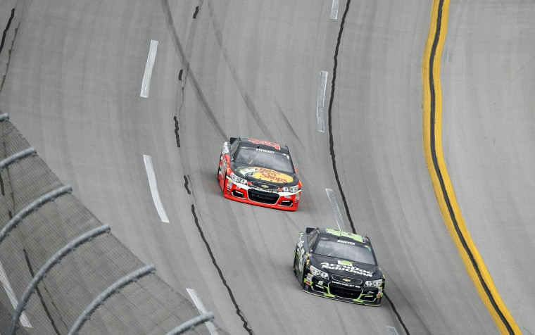 NASCA driver Tony Stewart, back, rounds the track during the NASCAR Talladega auto race at Talladega Superspeedway, Sunday, May 1, 2016, in Talladega, Ala. (AP Photo/John Bazemore)