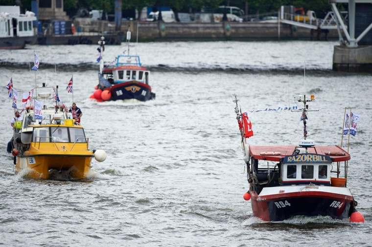 Brexit fishing boats, part of a flotilla sail up the river Thames in central London on June 15, 2016. A Brexit flotilla of fishing boats sailed up the River Thames into London today with foghorns sounding, in a protest against EU fishing quotas by the campaign for Britain to leave the European Union. (AFP PHOTO / NIKLAS HALLE'N)