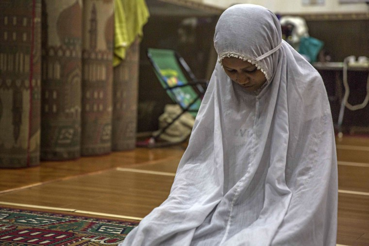 A Myanmar Muslim woman attends the evening Maghrib prayer during Ramadan at the 59th Street Mosque in downtown on June 17, 2016 in Yangon, Burma. The Maghrib prayer is the final prayer before breaking fast in the evening. Ramadan is the 9th month in the Islamic calendar, observed by the Muslim community as a month of fasting. (Photo by Lauren DeCicca/Getty Images)