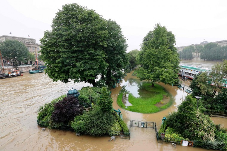 The flooded Vert Galant park is pictured from the Pont Neuf bridge after the banks of the river Seine became flooded following heavy rainfalls on June 1, 2016 in Paris. Torrential downpours have lashed parts of northern Europe in recent days, leaving four dead in Germany, breaching the banks of the Seine in Paris and flooding rural roads and villages. (AFP PHOTO / FRANCOIS GUILLOT)