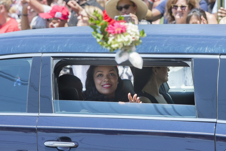 Hana Ali, daughter of Muhammad Ali, is throw flowers as she rides in her father's funeral procession while it enters Cave Hill Cemetery, Friday, June 10, 2016, in Louisville, Ky. (AP Photo/John Minchillo)