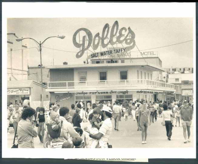 Dolle's Salt Water Taffy, August 28, 1985. (Kirschbaum/Baltimore Sun)