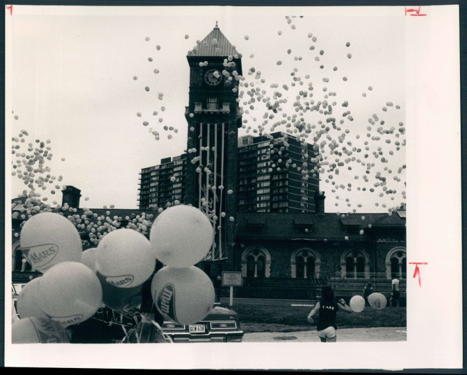 Hundreds of balloons containing surprises for their finders were launched outside Mount Royal station to herald Artscape. The three-day festival, which begins Friday, will feature the Duke Ellington Orchestra, dance, films, food and lots more. 1986. (Haddock/Baltimore Sun)