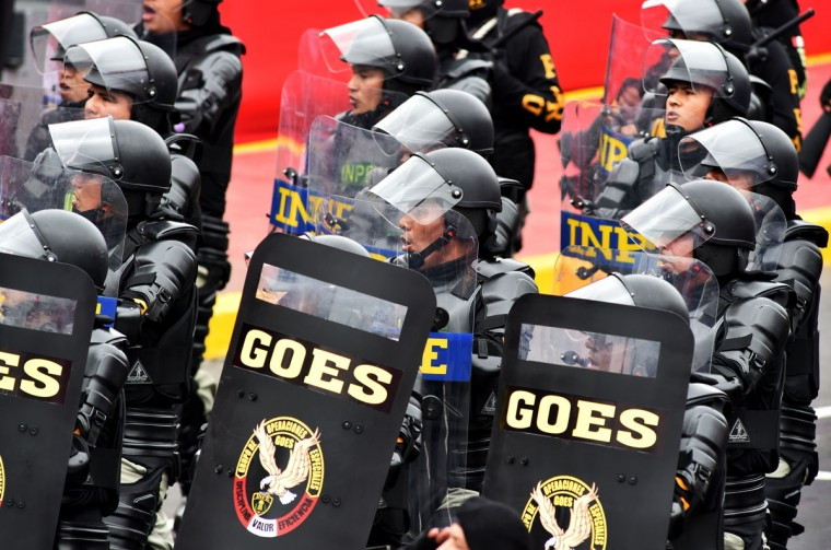 Members of Peruvian Especial Police Task Force take part in a military parade to celebrate Peru¥s Independence Day in Lima on July 29, 2016. / (AFP Photo/Cris Bouroncle)