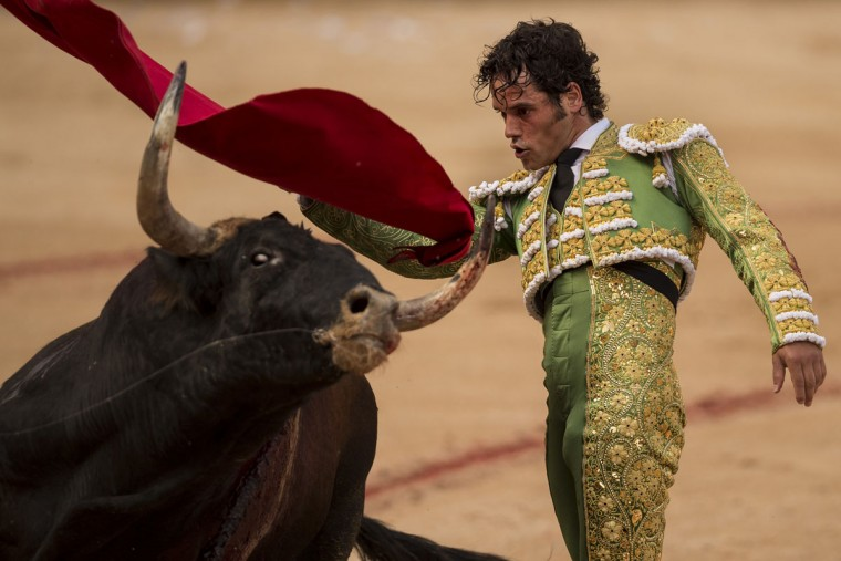 Spanish bullfighter Miguel Abellan performs with a Fuente Ymbro ranch fighting bull during a bullfight of the 2016 San Fermin fiestas in Pamplona, Spain, Thursday, July 7, 2016. Revelers from around the world arrive in Pamplona every year to take part, during the eight days of the running of the bulls. (AP Photo/Daniel Ochoa de Olza)