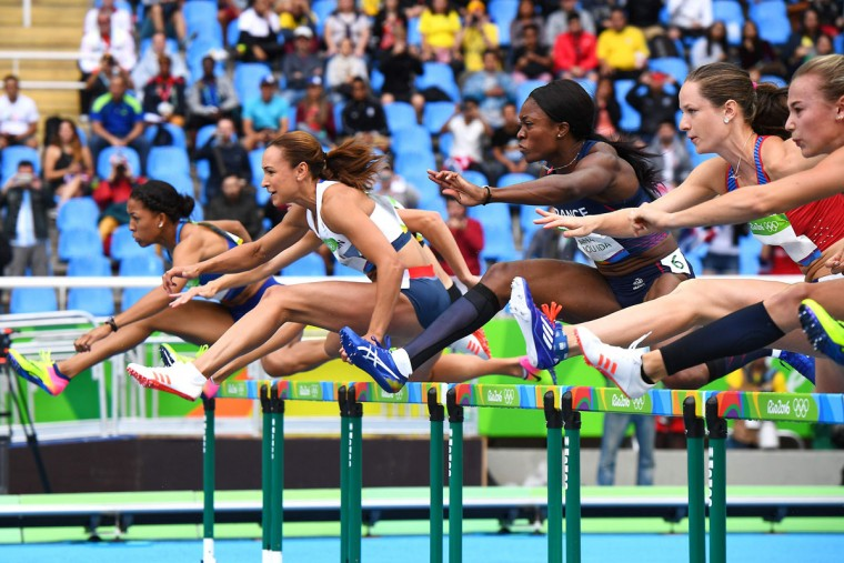 Britain's Jessica Ennis-Hill (2nd L) competes in the Women's Heptathlon 100m Hurdles during the athletics event at the Rio 2016 Olympic Games at the Olympic Stadium in Rio de Janeiro on August 12, 2016. / (AFP Photo/Franck Fife)