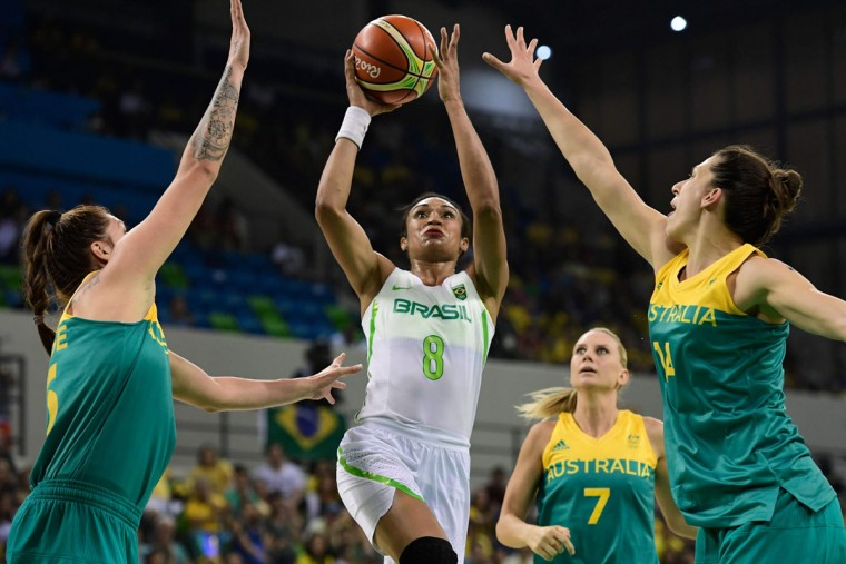 Brazil's shooting guard Iziane Castro vies for the basket during a Women's round Group A basketball match between Brazil and Australia at the Youth Arena in Rio de Janeiro on August 6, 2016 during the Rio 2016 Olympic Games. (AFP PHOTO / JAVIER SORIANO)