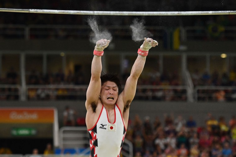 Japan's Kohei Uchimura falls while competing in the qualifying for the men's horizontal bar event of the Artistic Gymnastics at the Olympic Arena during the Rio 2016 Olympic Games in Rio de Janeiro on August 6, 2016. (AFP PHOTO / Ben STANSALL)