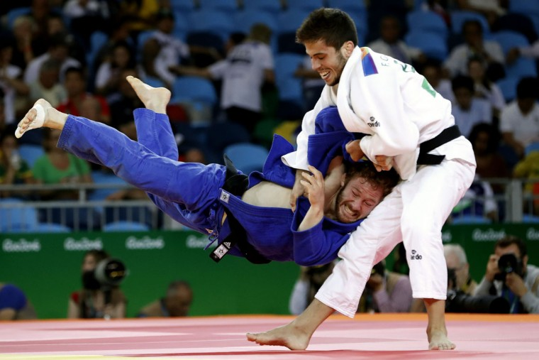 Spain's Francisco Garrigos (white) competes with Germany's Tobias Englmaier during their men's -60kg judo contest match of the Rio 2016 Olympic Games in Rio de Janeiro on August 6, 2016. (AFP PHOTO / Jack GUEZ)