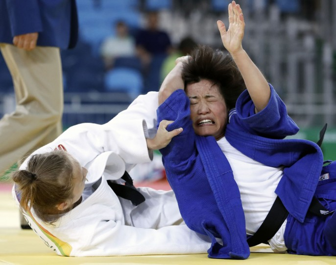 Russia's Irina Dolgova (white) competes with North Korea's Kim Sol Mi during their women's -48kg judo contest match of the Rio 2016 Olympic Games in Rio de Janeiro on August 6, 2016. (AFP PHOTO / Jack Guez)