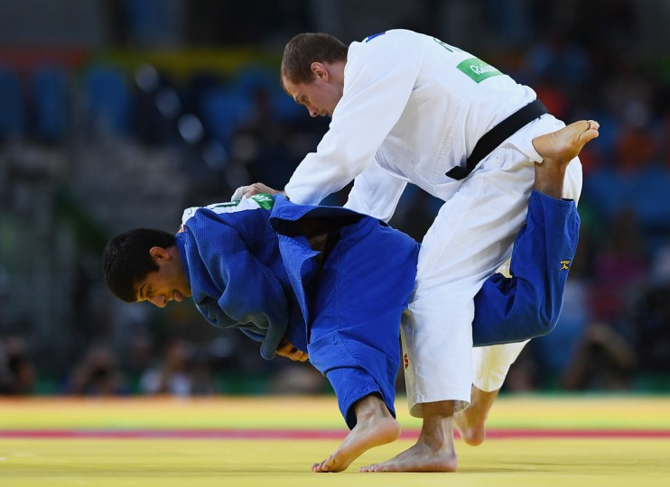 Lasha Shavdatuashvili of Georgia (blue) competes against Denis Iartcev of Russia in the Men's -73 kg Repechage contest on Day 3 of the Rio 2016 Olympic Games at Carioca Arena 2 on August 8, 2016 in Rio de Janeiro, Brazil. (Photo by David Ramos/Getty Images)
