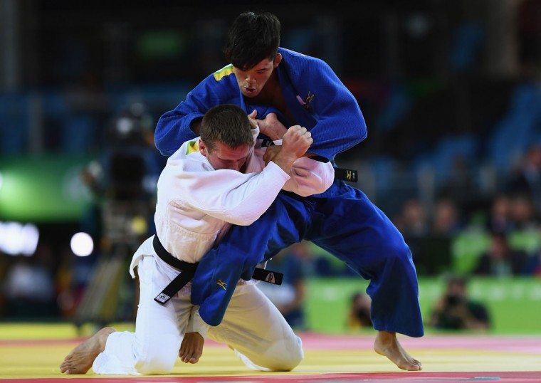 Shohei Ono of Japan (blue) competes against Dirk van Tichelt of Belgium in the Men's -73 kg Semifinal of Table A Judo match on Day 3 of the Rio 2016 Olympic Games at Carioca Arena 2 on August 8, 2016 in Rio de Janeiro, Brazil. (Photo by David Ramos/Getty Images)