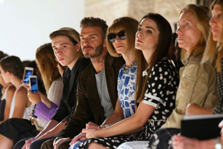 Former soccer star David Beckham and his son Brooklyn (L) and Vogue magazine editor Anna Wintour (C) with daughter Bee Shaffer (3rd R) attend the Victoria Beckham Spring Summer 2017 show at New York Fashion Week in New York, September 11, 2016. (AFP PHOTO / TREVOR COLLENS)