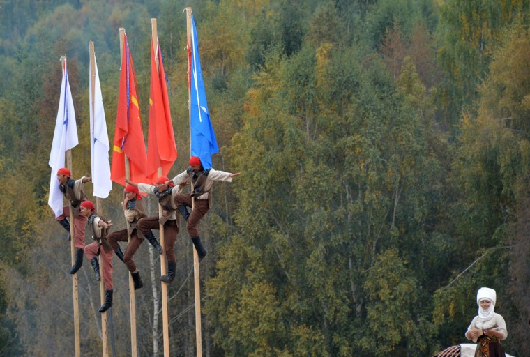 Artists perform during the World Nomad Games 2016 in the Kyrchin (Semenovskoe) gorge, some 300 kms outside the capital Bishkek, on September 4, 2016. (VYACHESLAV OSELEDKO/AFP/Getty Images)
