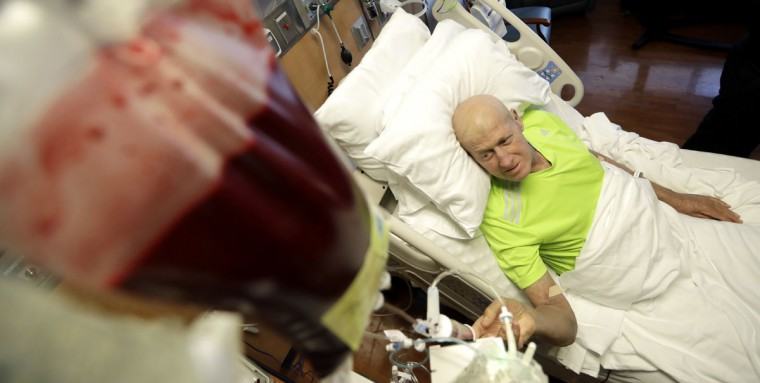 Sportscaster Craig Sager watches the flow of stem cells after starting his transplant procedure Wednesday, Aug. 31, 2016, at MD Anderson Hospital in Houston. Sager underwent his third bone marrow transplant as he continues to battle Acute myeloid leukemia. (AP Photo/David J. Phillip)
