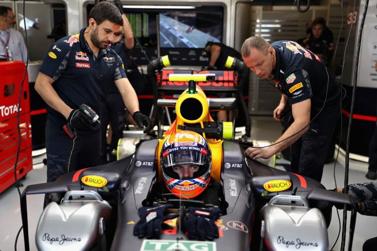 Max Verstappen of Netherlands and Red Bull Racing sits in his car in the garage during practice for the United States Formula One Grand Prix at Circuit of The Americas on October 21, 2016 in Austin, United States. (Photo by Mark Thompson/Getty Images)