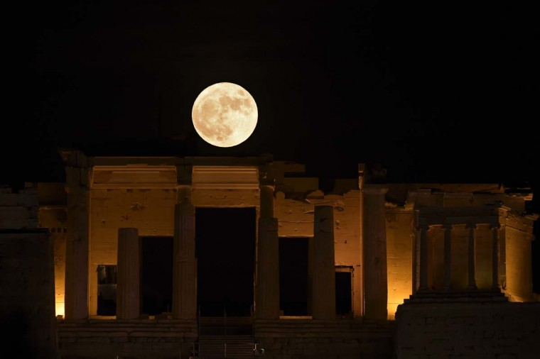"The full moon rises above the Propylaea atop the Acropolis hill in Athens on November 14, 2016. The moon will be the closest to Earth since 1948 at a distance of 356,509 kilometres (221,524 miles), creating what NASA described as ""an extra-supermoon"". (ARIS MESSINIS/AFP/Getty Images)"