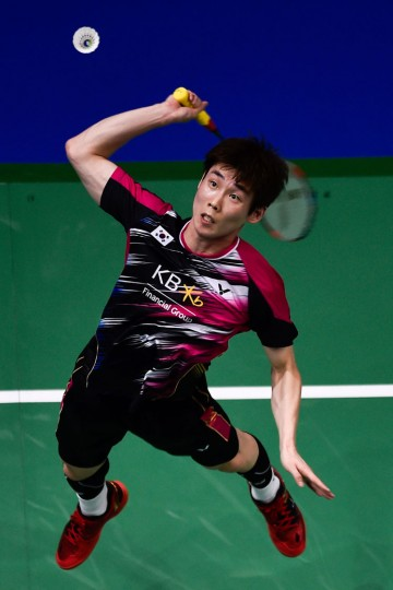 Son Wan-ho of South Korea plays a shot against Lee Chong Wei of Malaysia during their men's singles badmindton match during the Dubai World Superseries Finals badminton tournament at the Hamdan Sports Complex in Dubai on December 14, 2016. (Stringer/AFP/Getty Images)
