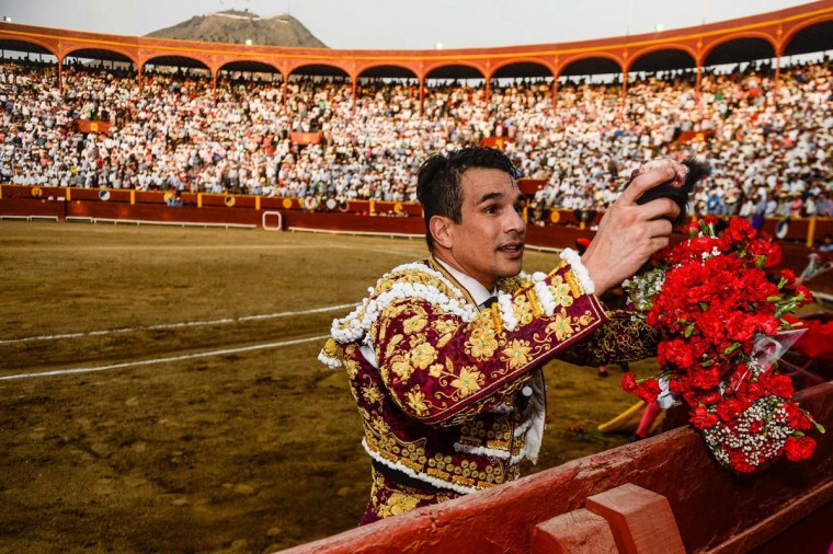 "Peru's bullfighter Jose Maria Manzanares, performs during the ""Senor de los Milagros"" festival at the Acho bullring in Lima on December 4, 2016. (ERNESTO BENAVIDES/AFP/Getty Images)"