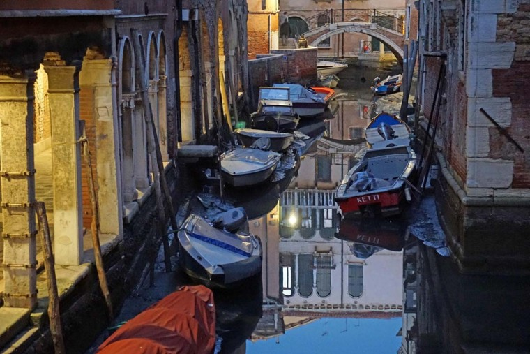 A view of rio of Sant'Aponal, in the historic center of Venice, Italy, Thursday, Dec. 29, 2016. Unusually low tides caused a record low water that is causing problems to the water traffic. (Andrea Merola/ANSA via AP)