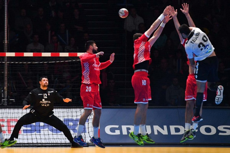 Croatia's goalkeeper Ivan Pesic (third from left) stretches out to stretches out to deflect a shot from Egypt's left back Yehia Elderaa (first right) during the 25th IHF Men's World Championship 2017 eighth final handball match Croatia vs Egypt on January 22, 2017 at the Arena in Montpellier. (PASCAL GUYOT/AFP/Getty Images)