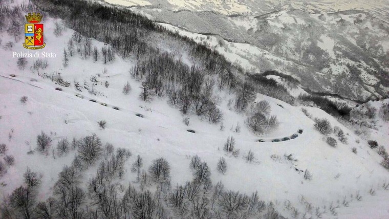 This image grab made from an aerial video handout released by the Polizia di Stato on January 19, 2017 shows emergency vehicles 1 kilometer from the Hotel Rigopiano near the village of Farinfola, on the eastern lower slopes of the Gran Sasso mountain. Up to 30 people were feared to have died after an Italian mountain Hotel Rigopiano was engulfed by a powerful avalanche in the earthquake-ravaged center of the country. Italy's Civil Protection agency confirmed the Hotel Rigopiano had been engulfed by a six-feet high wall of snow and that emergency services were struggling to get ambulances and diggers to the site. (AFP PHOTO / Polizia di Stato / Handout)