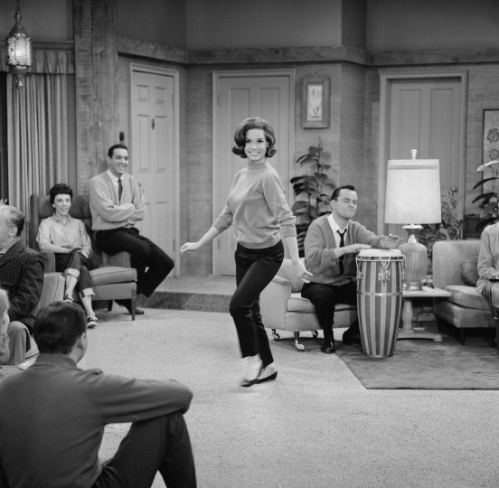"LOS ANGELES - NOVEMBER 13: THE DICK VAN DYKE SHOW. Episode: ""Somebody Has to Play Cleopatra."" Featuring Mary Tyler Moore (as Laura Petrie) and others. Image dated November 13, 1962. (Photo by CBS via Getty Images)"