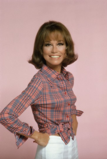 American actress Mary Tyler Moore, as Mary Richards, poses for a publicity portrait for the CBS situation comedy 'Mary Tyler Moore,' Studio City, Los Angeles, California, 1976. (Photo by CBS Photo Archive/Getty Images)