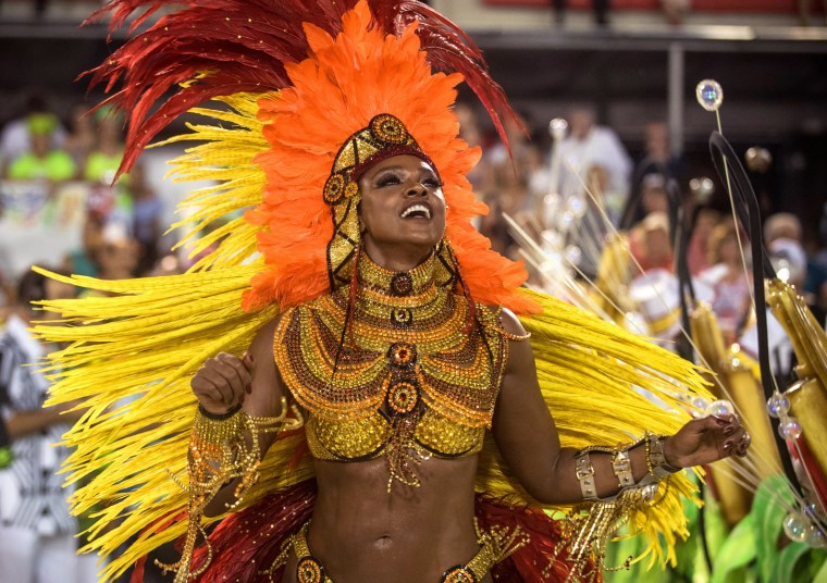 Cris Vianna dances during Imperatriz Leopoldinense performance at the Rio de Janeiro Carnival at Sambodromo on February 26, 2017 in Rio de Janeiro, Brazil. (Photo by Raphael Dias/Getty Images)