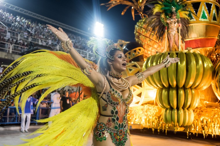 A performer dances during Vila Isabel performance at the Rio de Janeiro Carnival at Sambodromo on February 26, 2017 in Rio de Janeiro, Brazil. (Photo by Raphael Dias/Getty Images)