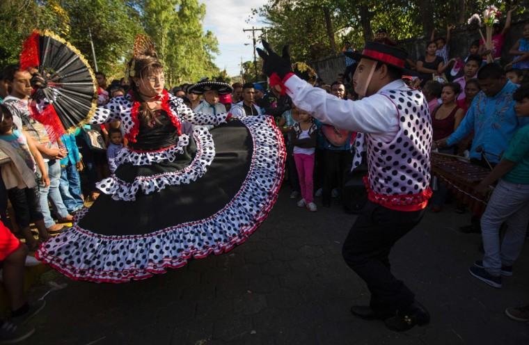 """Dancers dressed as traditional characters in the """"Baile de Negras"""" dance on the feast day of the Virgin of the Candelaria (Candlemas) in the town of Diriomo, some 45 km from Managua, Nicaragua on February 2, 2017. Candlemas falls forty days after Christmas and is celebrated by Catholics as the presentation of Christ at the Temple. (AFP Photo/Inti Ocon)"""