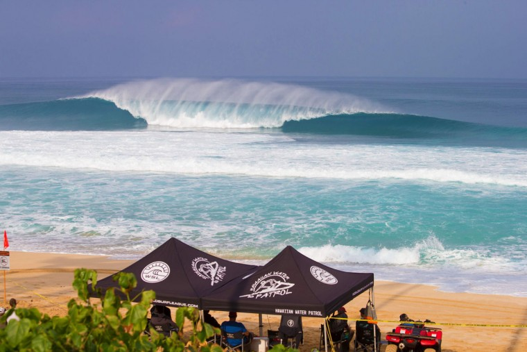 "A perfect wave is pictured during the 2017 Volcom Pipe pro at Pipeline February 4, 2017, on the North shore of Oahu Island in Hawaii. The Banzai Pipeline, or simply ""Pipeline"" or ""Pipe,"" is a surf reef break located in Hawaii, off Ehukai Beach Park in Pupukea on O'ahu's North Shore. Pipeline is notorious for huge waves which break in shallow water just above a sharp and cavernous reef, forming large, hollow, thick curls of water that surfers can tube ride. (AFP PHOTO / brian bielmann)"