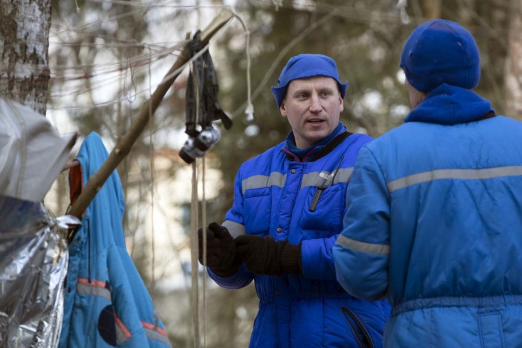 Russian Cosmonaut Sergej Prokopyev, center, talks with NASA astronaut Andrew J. Feustel a three-day winter training in a forest at Russian Space Training Center in Star City, outside Moscow, Russia, Wednesday, Feb. 8, 2017. (AP Photo/Pavel Golovkin)