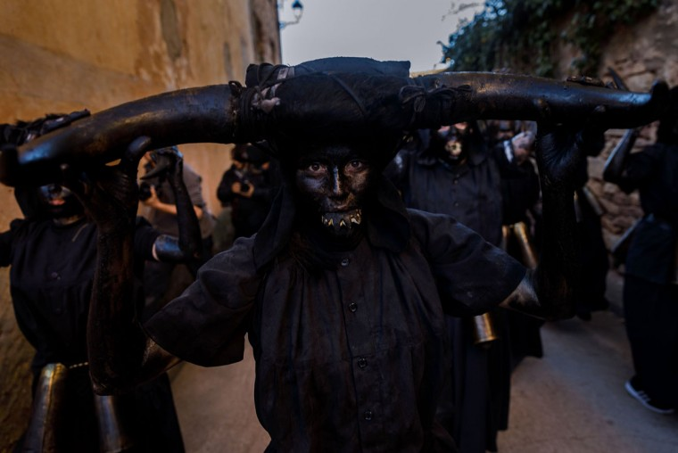 "People sporting horns on their heads and grease on their faces to represent ""Diablos de Luzon"" (Luzon's devils) perform during the carnival in Luzon, near Guadalajara, on February 25, 2017. (CESAR MANSO/AFP/Getty Images)"