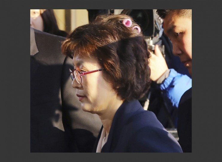 Acting Chief Justice Lee Jung-mi arrives with curlers in her hair at the Constitutional Court in Seoul, South Korea, Friday, March 10, 2017. In a historic, unanimous ruling Friday, South Korea's Constitutional Court formally removed impeached President Park Geun-hye from office over a corruption scandal that has plunged the country into political turmoil and worsened an already-serious national divide. (Kim Ju-sung/Yonhap via AP)