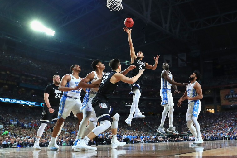 Nigel Williams-Goss #5 of the Gonzaga Bulldogs shoots against Isaiah Hicks #4 of the North Carolina Tar Heels in the second half during the 2017 NCAA Men's Final Four National Championship game at University of Phoenix Stadium on April 3, 2017 in Glendale, Arizona. (Photo by Ronald Martinez/Getty Images)