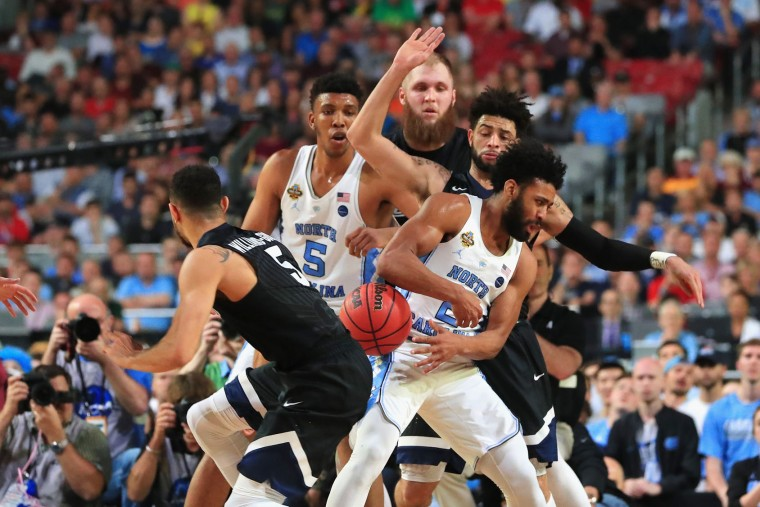 Nigel Williams-Goss #5 of the Gonzaga Bulldogs defends Joel Berry II #2 of the North Carolina Tar Heels in the second half during the 2017 NCAA Men's Final Four National Championship game at University of Phoenix Stadium on April 3, 2017 in Glendale, Arizona. (Photo by Ronald Martinez/Getty Images)