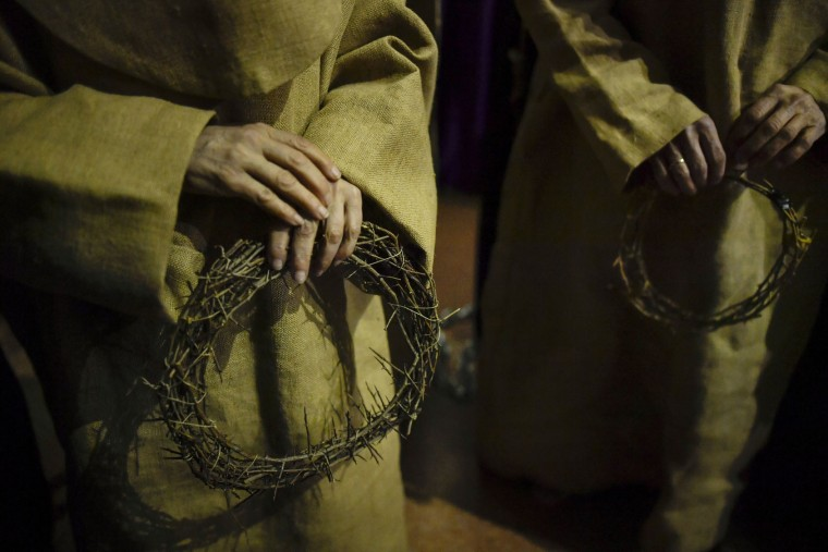 "'Ensacado,' or masked penitents carry crown of thorns as they take part in the procession of the ""Silencio del Santisimo Cristo del Rebate"" brotherhood, during Holy Week in Tarazona, northern Spain, Tuesday, April 11, 2017. Hundreds of processions take place throughout Spain during the Easter Holy Week. (AP Photo/Alvaro Barrientos)"