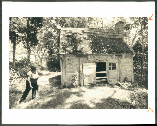 Slave cabin at Sotterley Plantation in 1990 photo. (Baltimore Sun archives)