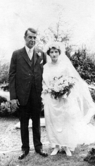 Wedding of Frederick Moore Gambrill and Ida Baker Neepier at Rockwell in Catonsville, June 2, 1923. (Photo from the Baltimore Historical Society via Enoch Pratt Library)