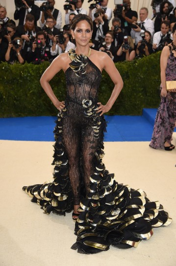 """NEW YORK, NY - MAY 01: Halle Berry attends the """"Rei Kawakubo/Comme des Garcons: Art Of The In-Between"""" Costume Institute Gala at Metropolitan Museum of Art on May 1, 2017 in New York City. (Photo by Dimitrios Kambouris/Getty Images)"""