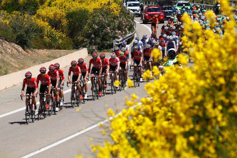 Team Lotto-Soudal leads the peloton during the third stage of the 100th Giro d'Italia, Tour of Italy, cycling race from Tortoli to Cagliari on May 7, 2017 in Sardinia. (Luk Benies/AFP/Getty Images)