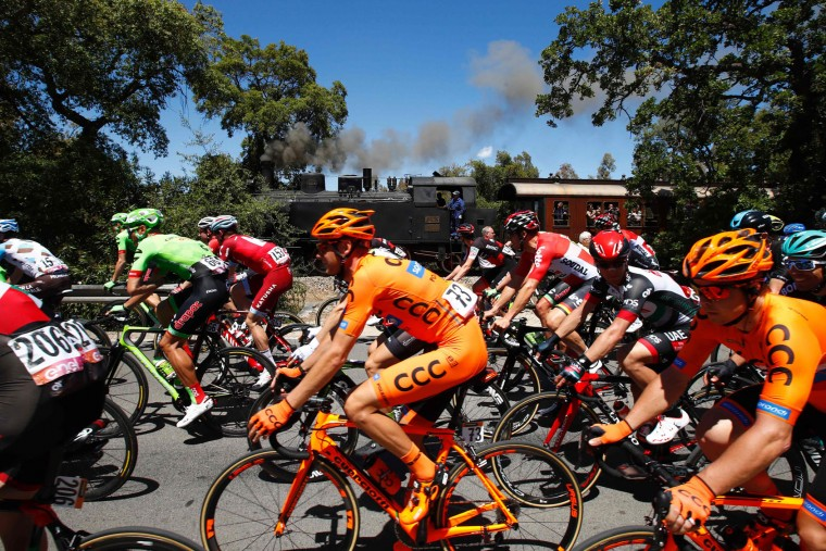 Riders take the start of the third stage of the 100th Giro d'Italia, Tour of Italy, cycling race from Tortoli to Cagliari on May 7, 2017 in Sardinia. (Luk Benies/AFP/Getty Images)