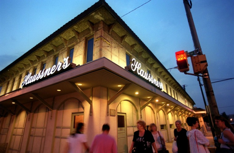 BALTIMORE, MD. -- 9/08/99 -- Haussners Restaurant , which has said publicly that they will close at the end of the month, during a weeknight. Haussners is located at the corner of Eastern Ave. and Clinton St. Photo by Karl Merton Ferron/Staff. (Photo scanned 9/9/99)