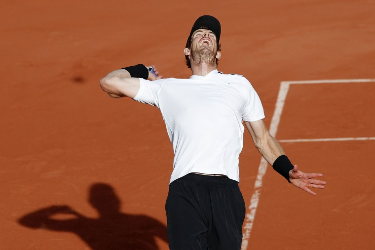 Britain's Andy Murray serves to Japan's Kei Nishikori during their quarterfinal match of the French Open tennis tournament at the Roland Garros stadium, Wednesday, June 7, 2017 in Paris. Murray won 2-6, 6-1, 7-6, 6-1. (AP Photo/Christophe Ena)