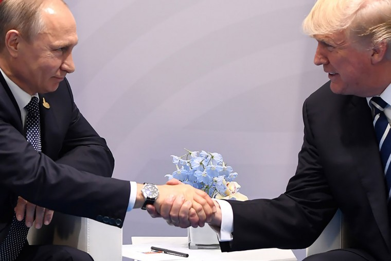 US President Donald Trump and Russia's President Vladimir Putin shake hands during a meeting on the sidelines of the G20 Summit in Hamburg, Germany, on July 7, 2017. / (AFP Photo/Saul Loeb)