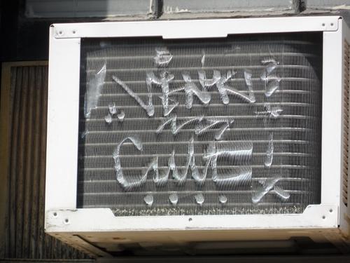 20130601_air_conditioner_graffi_(800x600)
