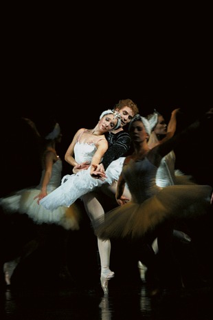Nathalie Nordquist - Nathalie Nordquist as Odette in Swan Lake, with Anders Nordström